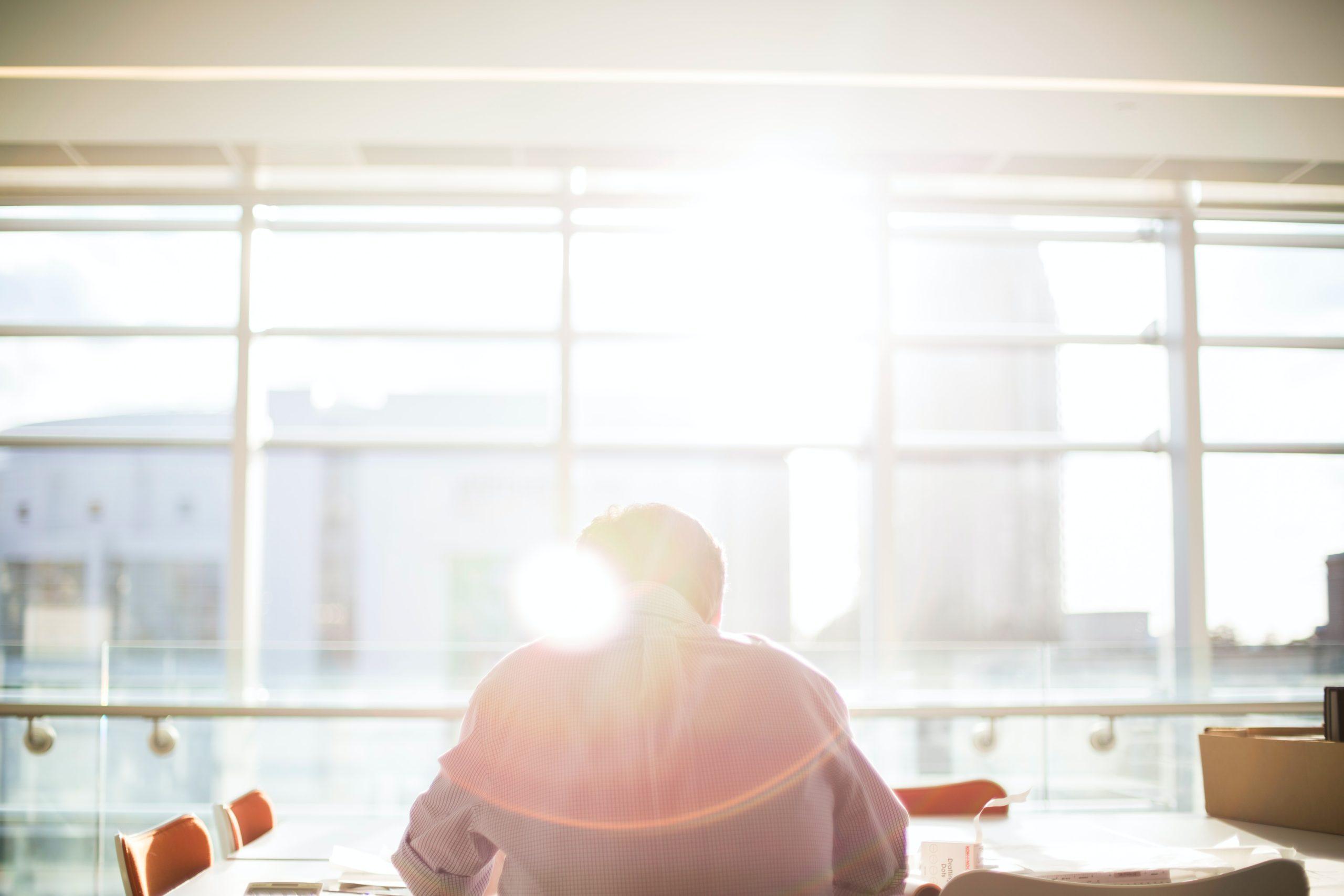 「会社設立」か「個人事業主」か―メリット・デメリットについて解説