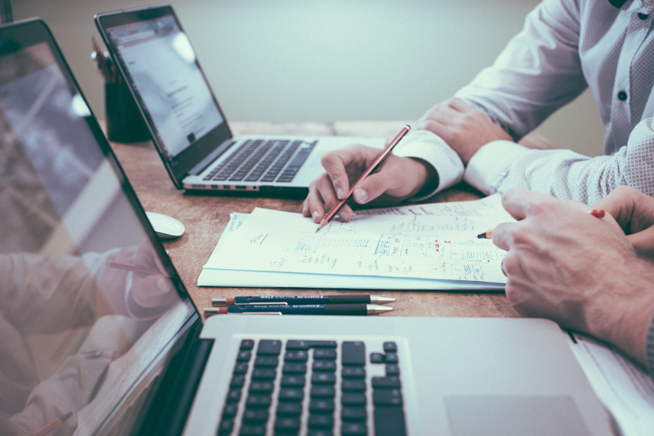 会社設立後の「社会保険」加入は必須?種類や手続方法も